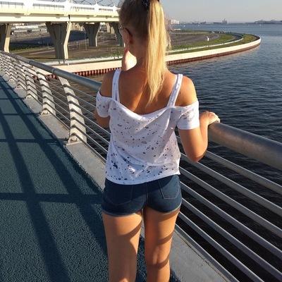 Лена Ларионова