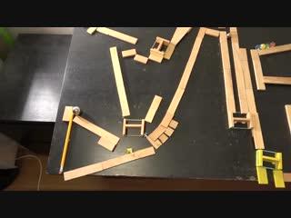 Безумные трюки с использованием деревяшек, шариков и резинок
