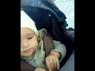 Дочка. Язык диких племен. 1 год, 4 месяца.