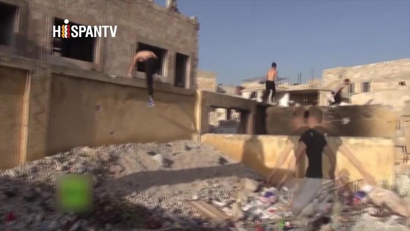 Parkour entre ruinas: Así se entrenan los deportistas extremos sirios en el Alepo