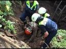 Мужчину засыпало землей при строительстве колодца