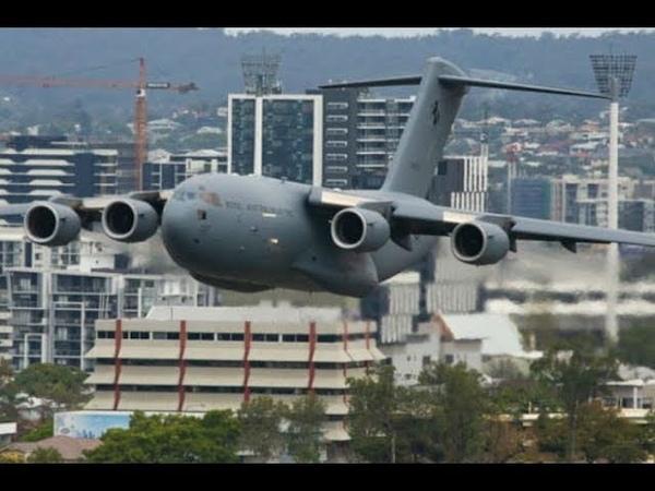 Самолет чуть не влетел в небоскреб Низколетящие самолеты Low flying aircraft