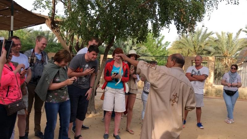В зоопарке Сахары:шоу с эфой, самой ядовитой
