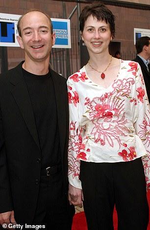 Самый богатый человек в мире Джефф Безос разводится с женой Instagram-модели, трепещите! Глава и совладелец Amazon, самый богатый человек мира, 54-летний Джефф Безос разводится со своей