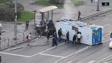 BMW столкнулся с автобусом и перевернул его в Москве. Первые минуты после ДТП