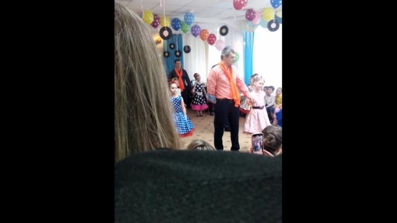 танец пап с дочками