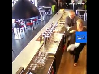 NC Лошадь зашла в бар, напугав посетителей