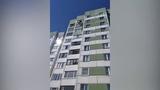 В Петербурге монтажник спас маленькую девочку с карниза девятого этажа