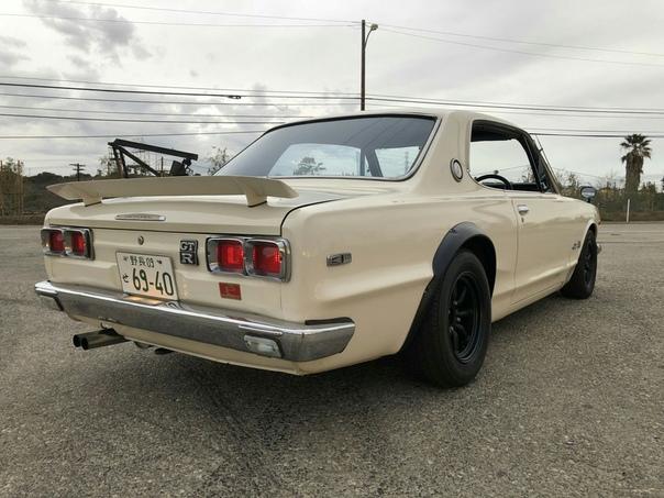 Очень редкие:Nissan Syline 2000 GT-R Coupe `1971 Двигатель: 2.0 R6 Мощность: 160 л.с. Крутящий момент: 177 Нм Коробка: 5-тиступенчатая МКПП Макс. скорость: 198 км/ч Разгон до сотни: 8.3 сек