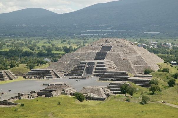 Ученые нашли секретный туннель под древней пирамидой. Помогли сканеры Пирамида Луны — одно из самых масштабных строений во всей Мезоамерике и вторая по величине культовая постройка легендарного