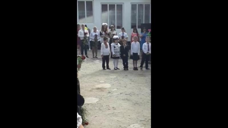 малі розказують вірші)