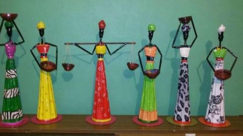 Lindas Esculturas africanas feitas com canudos de jornal so ideias legais