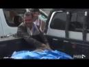 Yémen - La réaction d'un père trouvant son enfant parmi les restes d'enfants ciblés par la coalition saoudienne
