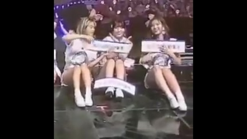 Momo noticed sana was doing the heart alone and then...