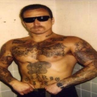 МЕКСИКАНСКИЕ ТЮРЕМНЫЕ БАНДЫ США Преступление порождает наказание. Поэтому то в тюрьмах Соединенных Штатов постоянно отбывают наказание более двух миллионов человек. За двухсотлетнюю историю