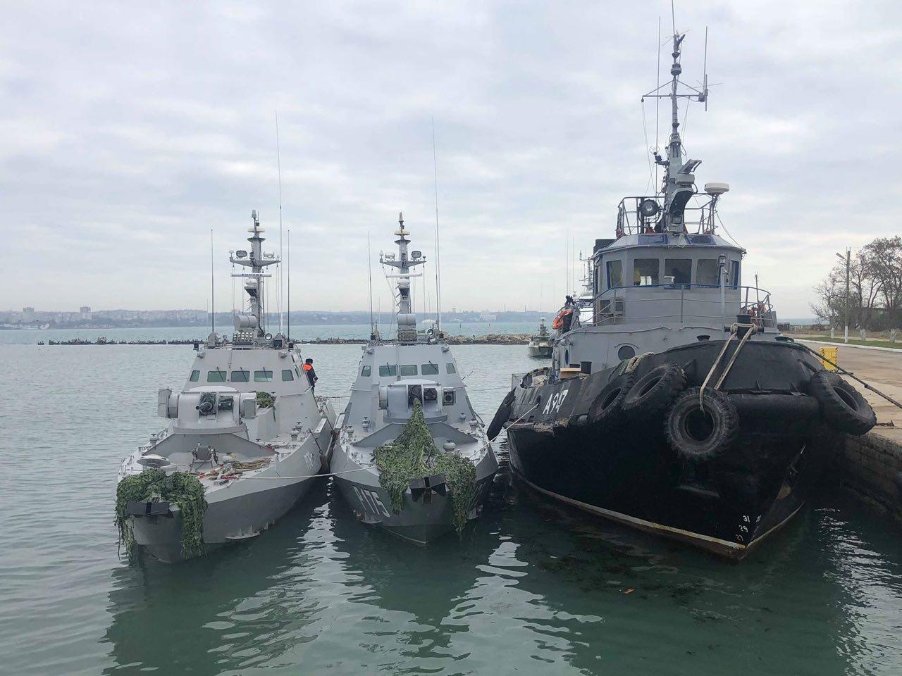 Арестованные суда Украинского Военного флота: два артиллерийских катера и буксир. Общее число экипажей 12 человек.