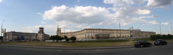 Помпезные «сталинские» архитектурные проекты улиц.