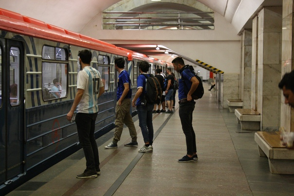 Иностранцы штурмуют метро.  23 июня 2018
