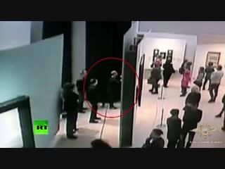 Момент похищения картины Куинджи из Третьяковской галереи попал на видео