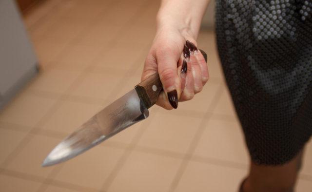 Жуткая рассылка: женщина изрезала своего мужа и разослала знакомым дикое селфи (Фото)
