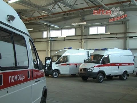 Павел Креков и Андрей Цветков вручили среднеуральским медикам ключи от 41 автомобиля скорой помощи