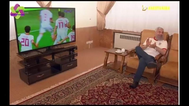 Danestaniha_شادی شاهزاده رضا پهلوی و حسن روحانی بعد از پیروزی در فوتبال