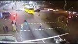 В Киеве на Дорогожичах автобус сбил троих женщин появилось видео момента аварии