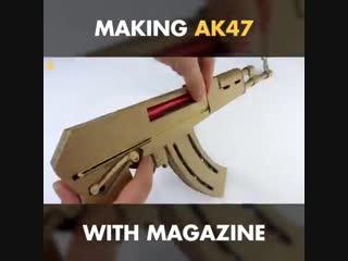 Хотели когда-нибудь иметь AK47? Узнайте, как сделать его самостоятельно ... Из картона! 😆