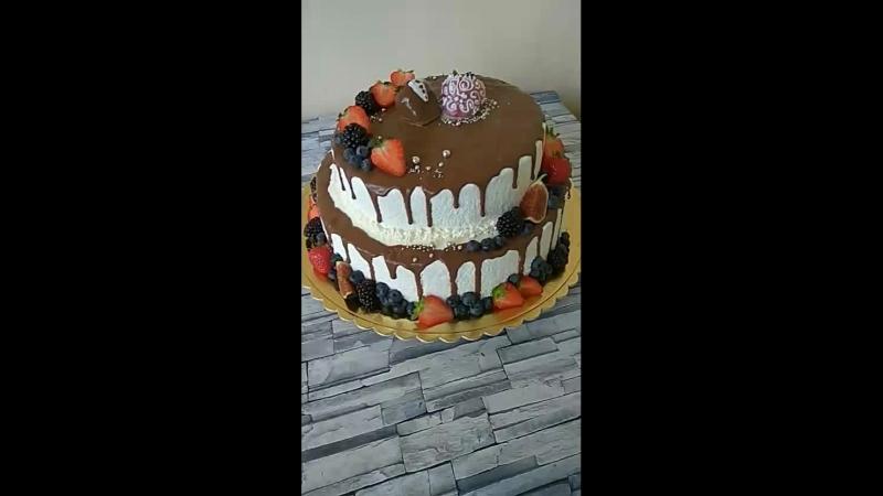 свадедный торт покрытый велюром