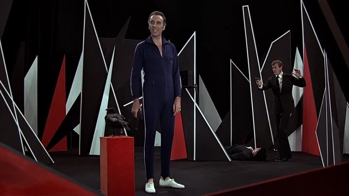 Джеймс Бонд. Агент 007 Человек с золотым пистолетом