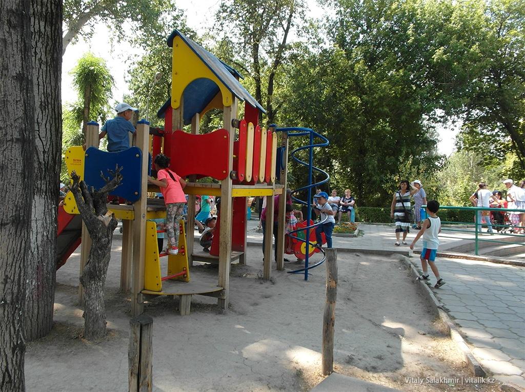 Детская площадка в зоопарке Алматы 2018