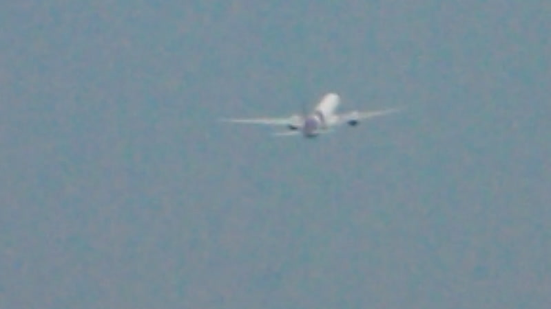 Взлет с очень быстрым разбегом Boeing 777-300 на о. Пхукет (съемка из окна нашего отеля, с моими комментариями)