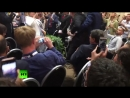 Мужчину с плакатом «Nuclear Weapon Ban Treaty» вывели перед пресс-конференцией