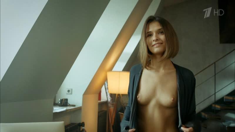 Актриса Любовь Аксёнова показала голую маленькую грудь засветила небольшие сиськи соски в сериале мажор 4 сезон фильм топлесс 18