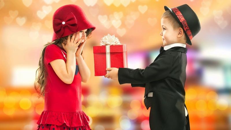 Картинка дети Дети девочка день рождения маленькая леди джентльмен мальчик подарок
