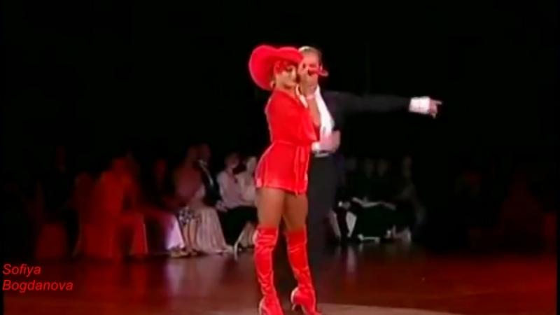 Milen-юлька-позитивная-песня-танцуют-юлия-загоруйченко-и-рикардо-кокки