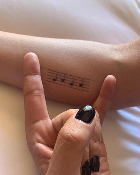 Леди Гага сделала татуировку на спине в честь фильма «Звезда родилаcь»