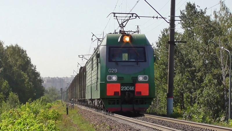 Остановка перед красным и отправление 2ЭС4К 029 Дончак с грузовым поездом