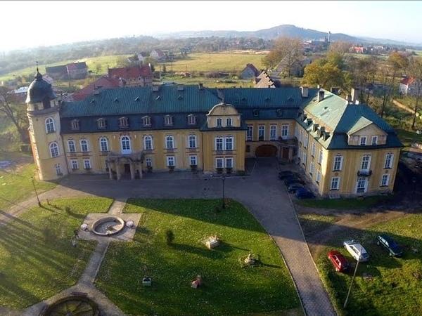 Pałac Żelazno z lotu ptaka