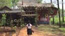 Au Cambodge, des élèves collectent des déchets pour construire leur école