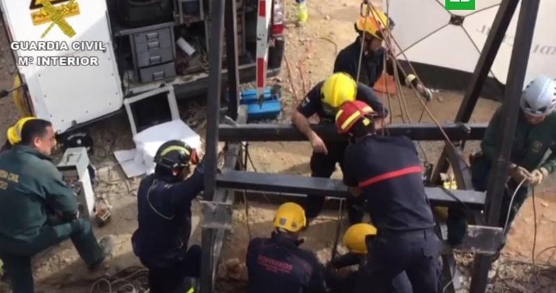 В Испании ищут 2-летнего ребенка, провалившегося в скважину