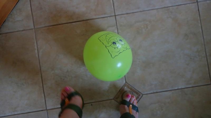 №135 Лопаю воздушный шарик каблуком. aerial ball with a heel