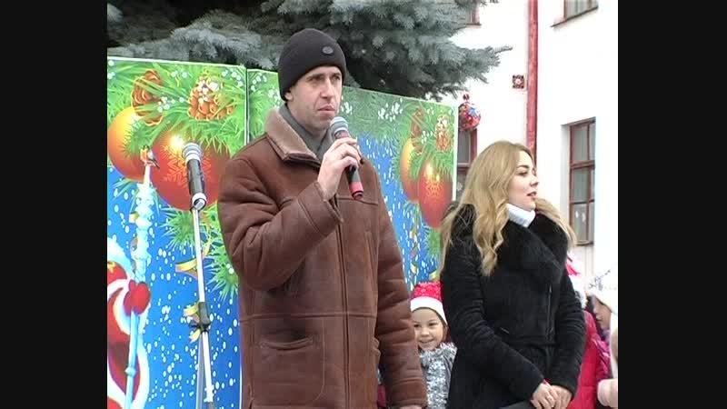 В Старобешевском районе состоялось торжественное открытие новогодних елок