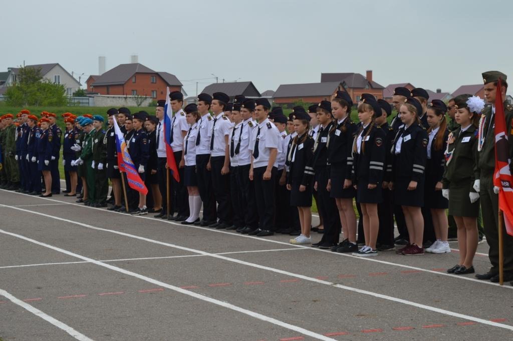 стадионе «Старт» города Бирюча состоялся 8-й слет военно-патриотических объединений школьников и молодежи «Зарница».