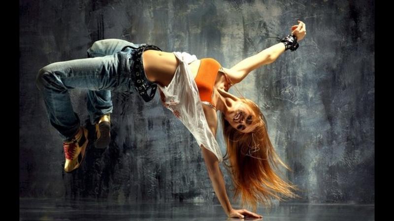 Муха танцует брэк-данс