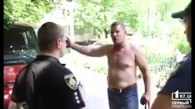 Кривой Рог,мужчина объясняет полиции, почему повесил георгиевскую ленту на зеркало автомобиля