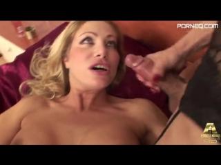 Italian Porn star Vittoria Risi Fucked By big shemale cock Mireja
