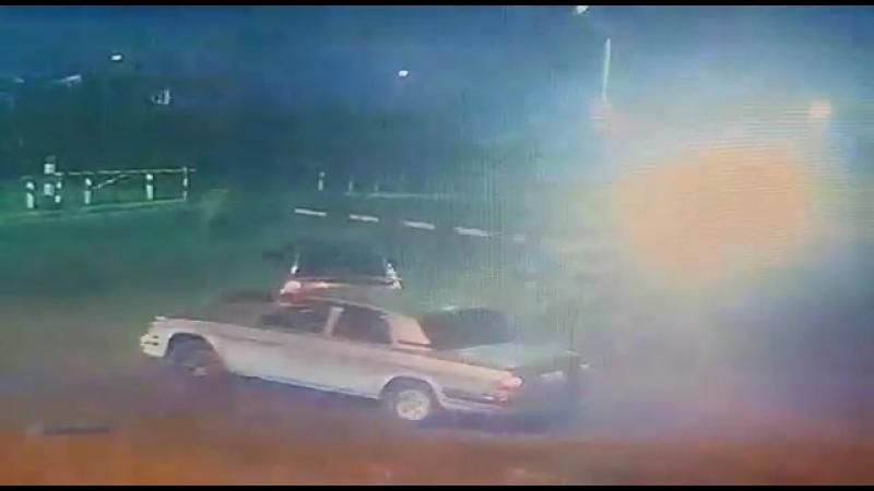 В Майкопе на ж/д переезде столкнулись тепловоз и иномарка