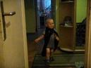 Макс бегает в плаще