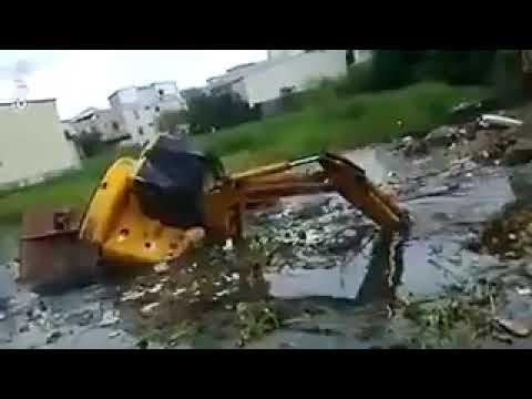 Утопил экскаватор! Рабочий утопил трактор!
